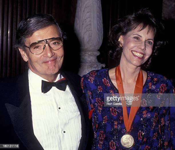 Frank Perry and Barbara Goldsmith attend Literary Lions Awards Gala on November 8 1990 at the New York Public Library in New York City