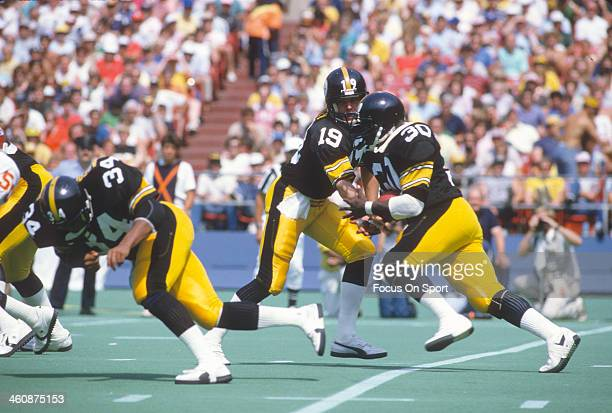 Frank Pollard of the Pittsburgh Steelers takes the handoff from David Woodle against the Kansas City Chiefs during an NFL football game September 2...