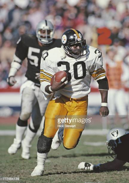 Frank Pollard Running Back for the Pittsburgh Steelers carries the ball on a play during the American Football Conference West game against the Los...