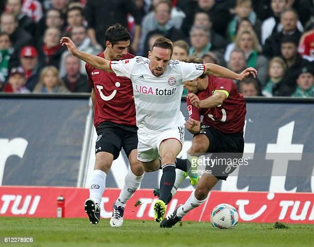 Frank RIBERY FC Bayern München gegen Lars Stindl und Steven Cherundolo 1 Bundesliga Fussball Hannover 96 FC Bayern München Saison 2011 / 2012