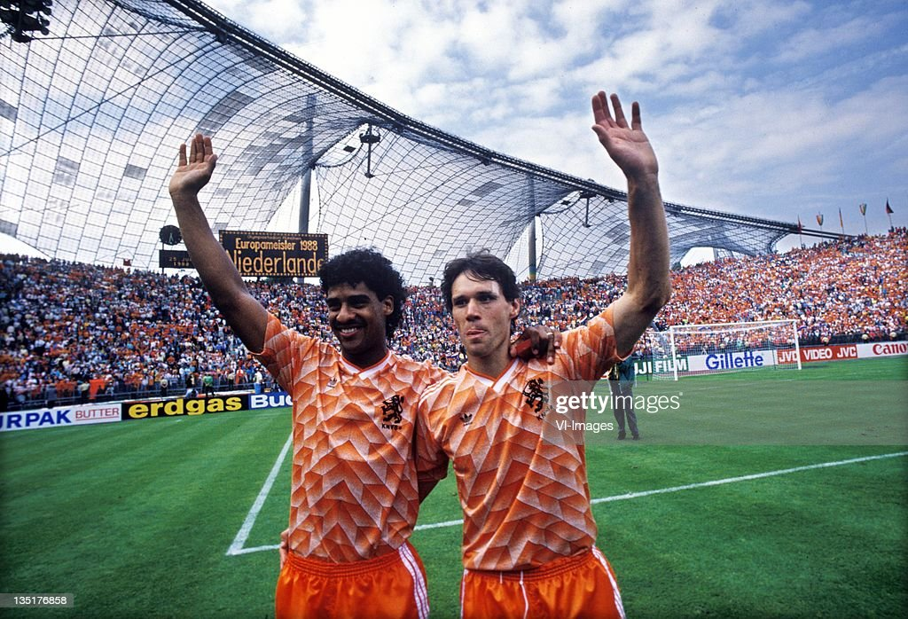 Frank Rijkaard (L),Marco van Basten (R) during the European Championship final between Netherlands and USSR at the Olympia Stadium, June 25, 1988 in Munich, Germany.