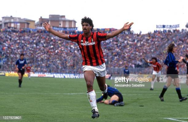 Frank Rijkaard of AC Milan celebrates after scoring the goal during the Serie A match between Atalanta and AC Milan at stadio Comunale 1988-89 in...