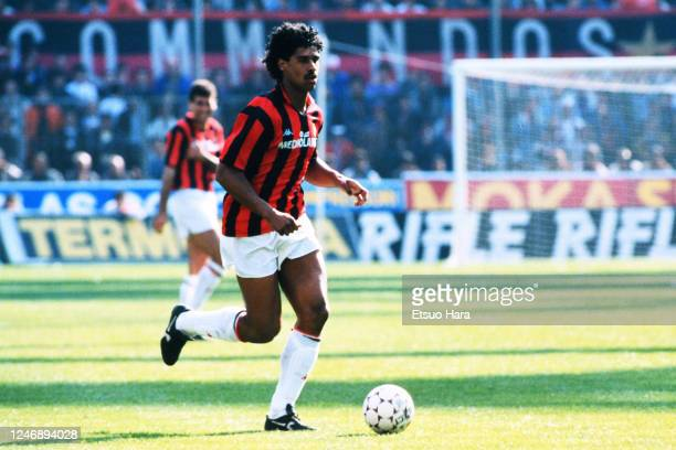 Frank Rijkaard of AC Milan is seen during the Serie A match between AC Milan and Napoli at the Stadio Giuseppe Meazza on April 9, 1989 in Milan,...