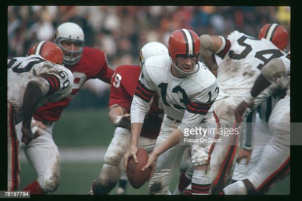 Frank Ryan quarterback of the Cleveland Browns turns to pitch the ball in a circa mid 1960's NFL football game against the St Louis Cardinals in St...