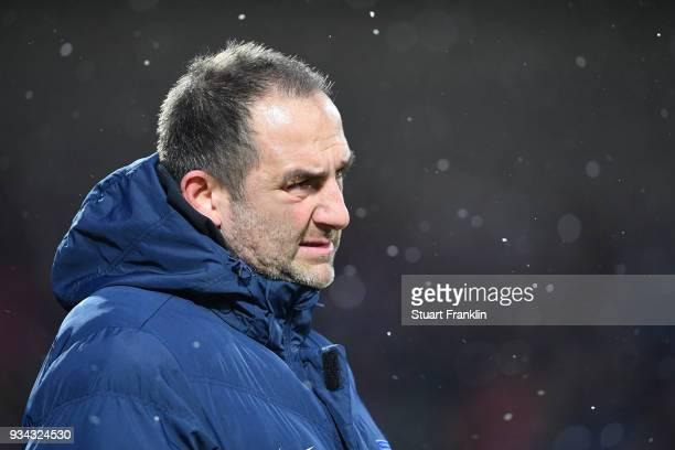 Frank Schmidt head coach of Heidenheim looks on during the Second Bundesliga match between Holstein Kiel and 1 FC Heidenheim 1846 at HolsteinStadion...