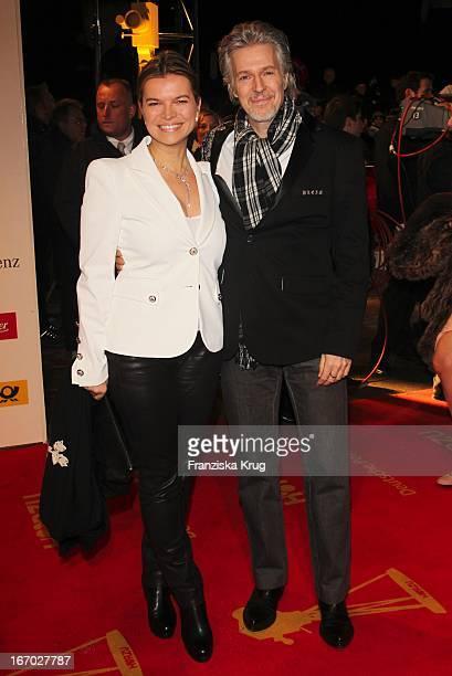 Frank Schätzing Mit Ehefrau Sabina Valkieser Schätzing Bei Der 45. Verleihung Der Goldenen Kamera In Der Ullstein Halle In Berlin .