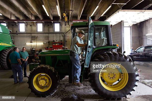 Frank Sieroslawski details a customer's John Deere tractor at the Buck Bros dealership August 19 2009 in Hampshire Illinois Deere Co the world�s...