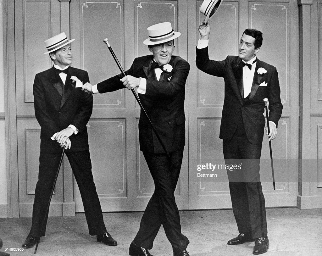 Frank Sinatra, Bing Crosby, and Dean Martin in Robin and the 7 Hoods : News Photo