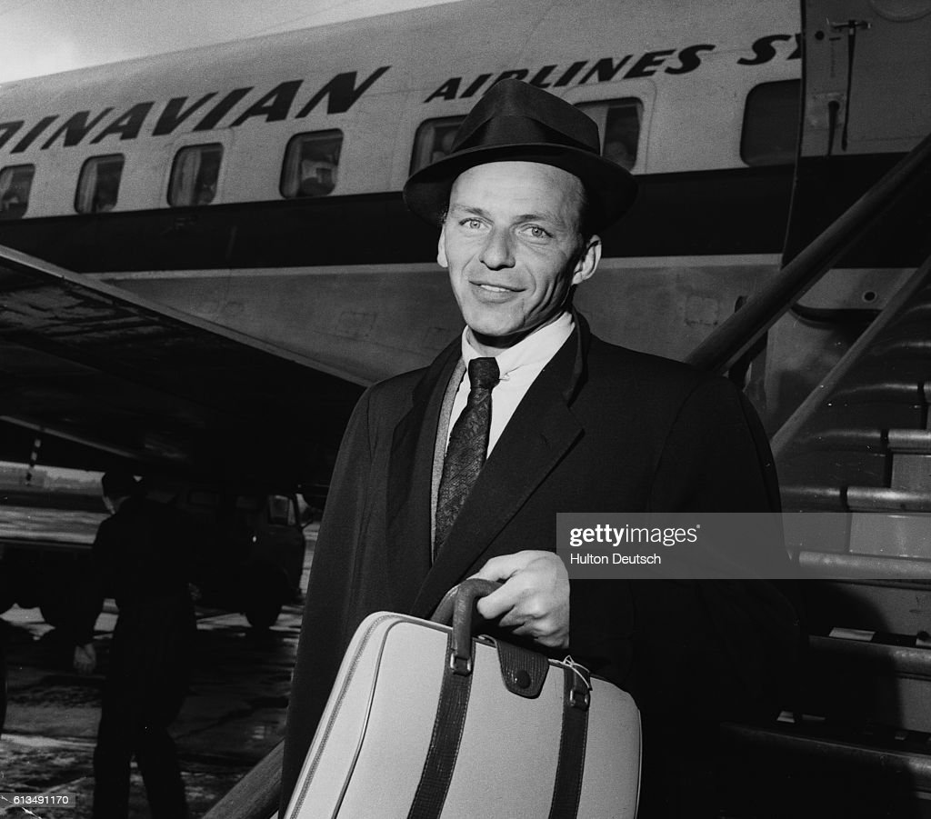 Frank Sinatra at London Airport : News Photo