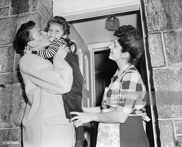 Frank Sinatra in 1944 photo with daughter Nancy and wife Nancy