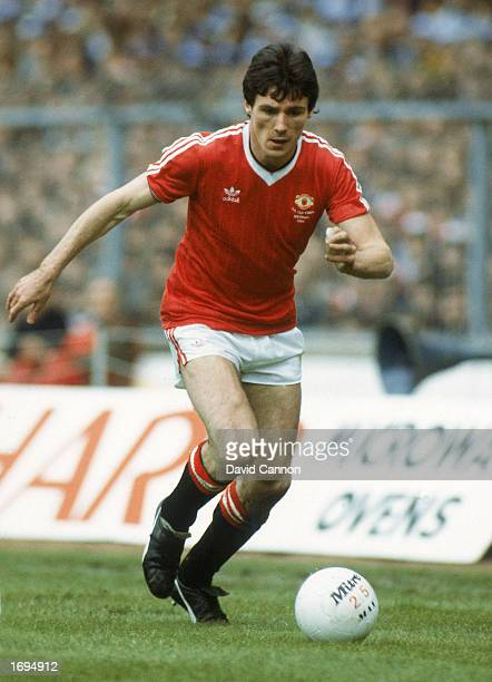 Frank Stapleton of Manchester United runs with the ball during the FA Cup Final between Manchester United and Brighton Hove Albion held on May 21...