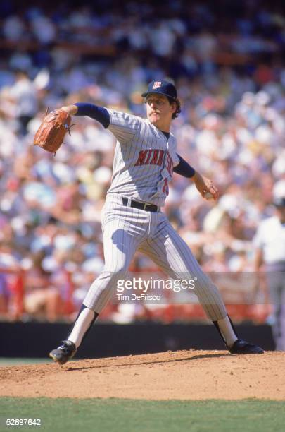 Frank Viola of the Minnesota Twins pitches during an MLB game against the California Angels circa 1988 at Anaheim Stadium in Anaheim California