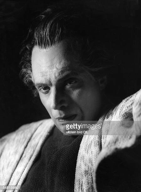 Frank, Walther - Actor, Germany *1907-1961+ in the role as Creon in the play 'Antigone' by Sophocles - ca. 1940 - Photographer: Rene Fosshag -...