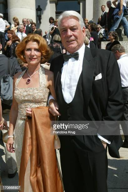 Frank Woessner Und Ehefrau Anna Bei Der Eröffnung Der Bayerischen Opernfestspiele In München Am 300602