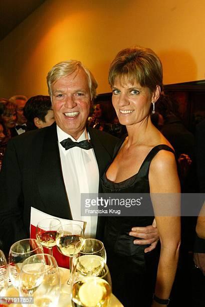 Frank Wössner Und Seine Ehefrau Anna Bei Der 10 Festlichen Operngala Für Die Deutsche AidsStiftung In Der Deutschen Oper Berlin Am 081103
