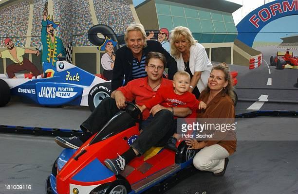 Frank Zander Ehefrau Evi Sohn Marcus mit Ehefrau Elgin Angela von Lühmann Enkel Elias Freizeitpark Jacks Funworld am Rande der Dreharbeiten zum...