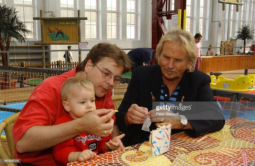 Frank Zander, Sohn Marcus, Enkel Elias, Freizeitpark 'Jacks Funw : News Photo