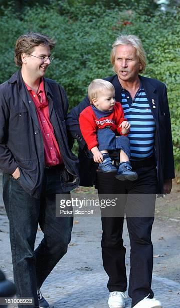 Frank Zander Sohn Marcus Enkel Elias Spaziergang am Lietzensee am Rande der Dreharbeiten zum ARD/MDRBoulevardMagazin 'Brisant' 1102003 Familie Sänger...