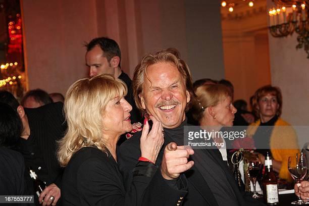 Frank Zander Und Ehefrau Evi Bei Der Elisabeth Premiere In Berlin