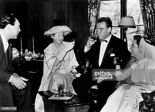 Frankenfeld Peter *Actor Moderator Entertainer Germanyafter the marriage with Anny Ondra on the left the witnesses to the marriage Max Schmelingand...