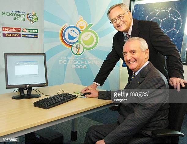WM 2006 Frankfurt 150405 Auslosung Tickets/Pressekonferenz Horst R Schmidt 1 OKVizepraesident und David Will FIFA Vizepraesident starten gemeinsam...