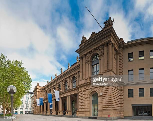frankfurt am main deutsche börse von manhattan deutschland - frankfurt börse stock-fotos und bilder