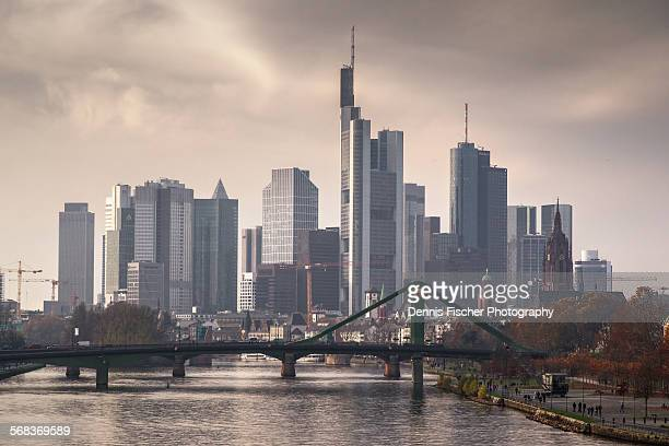 frankfurt am main financial skyline - frankfurt main stock pictures, royalty-free photos & images