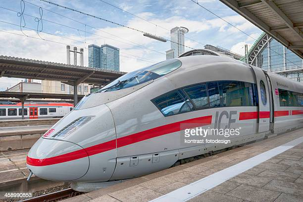 https://media.gettyimages.com/photos/frankfurt-am-main-germany-picture-id458990853?s=612x612
