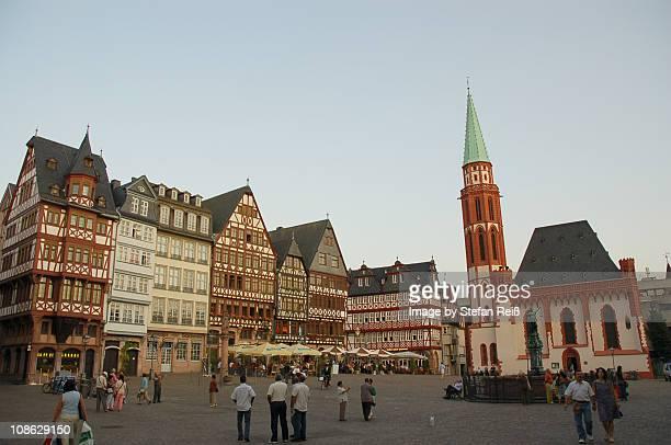 frankfurt am main, romerberg - römisch stock-fotos und bilder