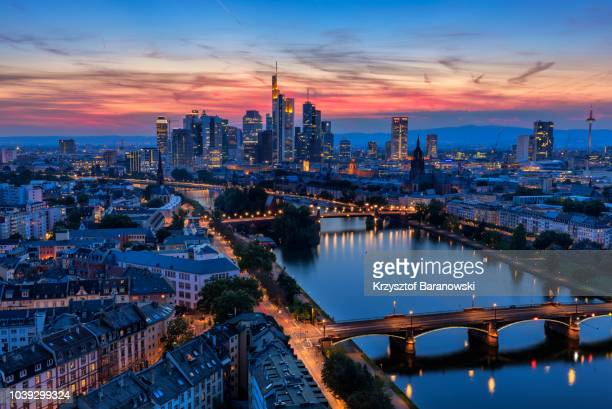 frankfurt am main skyline at dusk - frankfurt am main stock-fotos und bilder