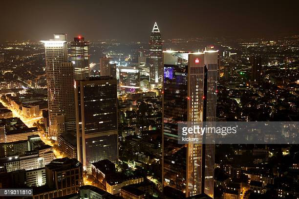 Frankfurts Finanzbezirk bei Nacht