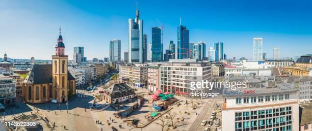 frankfurt hauptwache zeil platz von geschäften wolkenkratzer panorama deutschland - frankfurt börse stock-fotos und bilder