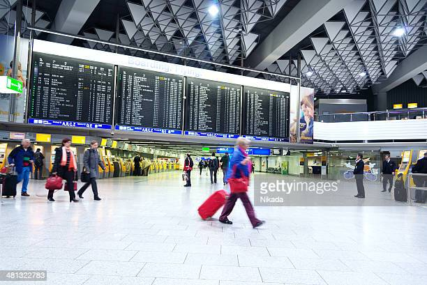 frankfurt international airport - frankfurt international airport stock pictures, royalty-free photos & images