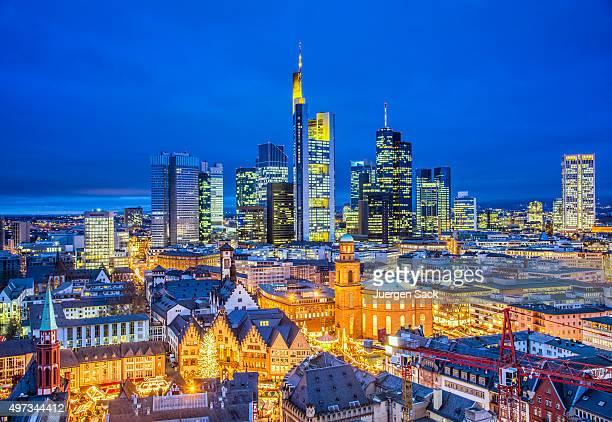 Skyline von Frankfurt in der Weihnachtszeit