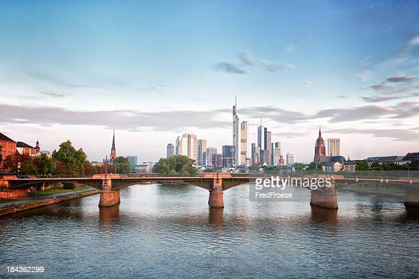 Frankfurter Skyline am Morgen und leichtes