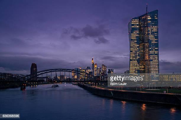 frankfurt skyline - stadtsilhouette stockfoto's en -beelden