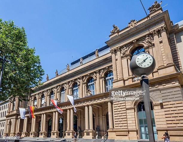frankfurt stock exchange - frankfurt börse stock-fotos und bilder