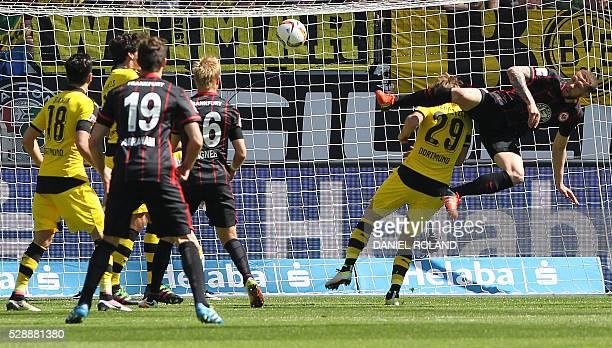 TOPSHOT Frankfurt's 30 Frankfurt's Dutch forward Luc Castaignos tries to score during the German first division Bundesliga football match between...