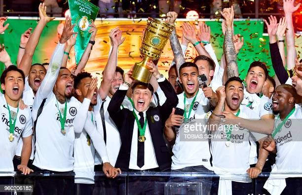 TOPSHOT Frankfurt's Croatian head coach Niko Kovac and Frankfurt's players celebrate with the trophy after the German Cup DFB Pokal final football...