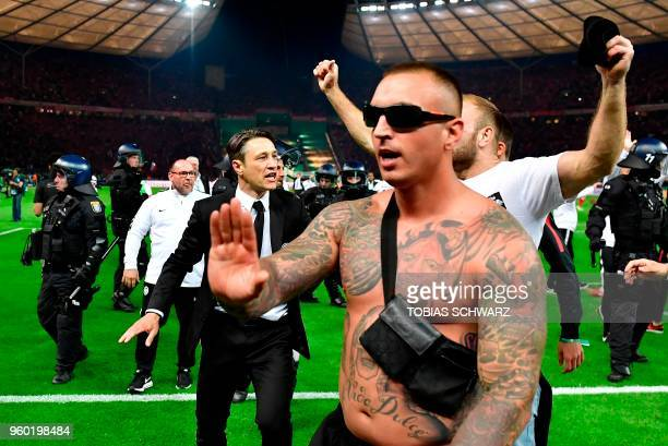 Frankfurt's Croatian head coach Niko Kovac celebrates with fans during the German Cup DFB Pokal final football match FC Bayern Munich vs Eintracht...