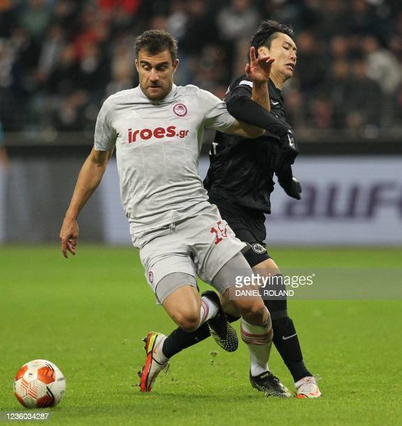 Frankfurt's Japanese midfielder Daichi Kamada and Olympiakos' Greek defender Sokratis Papastathopoulos vie for the ball during the UEFA Europa League...