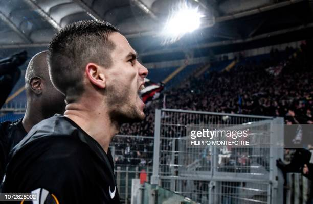 Frankfurt's Serbian midfielder Mijat Gacinovic celebrates towards the fans' curve after scoring an equalizer during the UEFA Europa League group H...