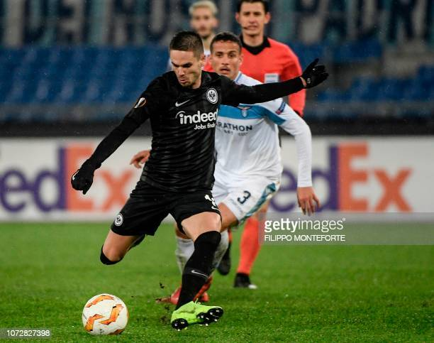 Frankfurt's Serbian midfielder Mijat Gacinovic shoots to score an equalizer during the UEFA Europa League group H football match Lazio Rome vs...