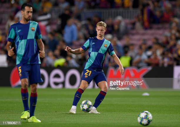 Frankie de Jong of FC Barcelona warms up prior to the UEFA Champions League group F match between FC Barcelona and FC Internazionale at Camp Nou on...