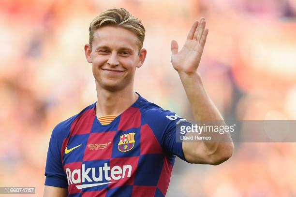 Frankie de Jong of FC Barcelona waves to the crowd prior to the Joan Gamper trophy friendly match at Nou Camp on August 04 2019 in Barcelona Spain