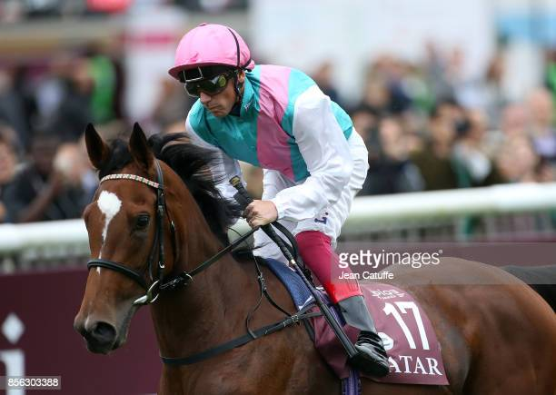 Frankie Dettori of Italy riding 'Enable' wins Qatar Prix de l'Arc de Triomphe 2017 at Hippodrome de Chantilly racecourse on October 1 2017 in...