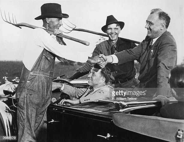 Franklin D Roosevelt chats to two Georgia farmers in the year he was elected President of the USA