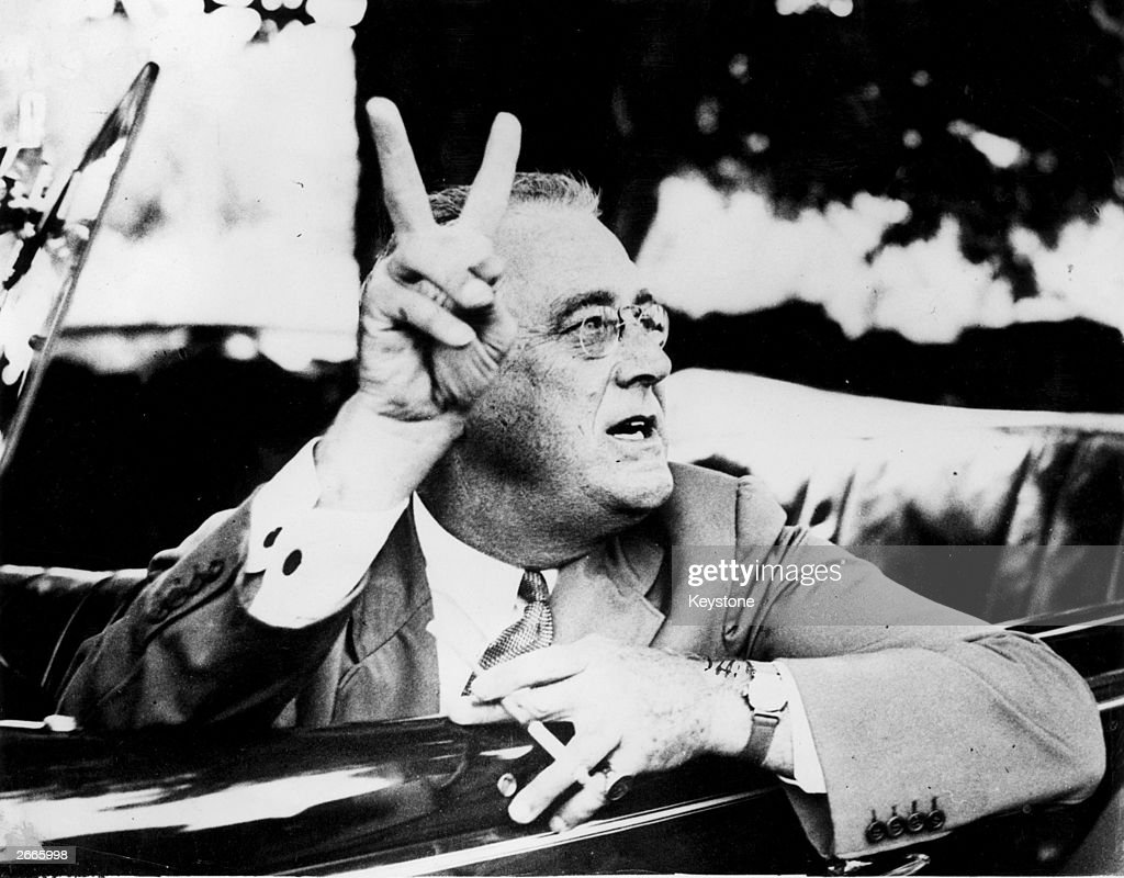 Presidential V-Sign : News Photo