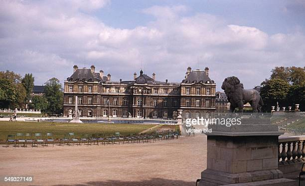 Frankreich paris ca 1961 Palai du Luxembourg Loewenstatue im Jardin du Luxembourg