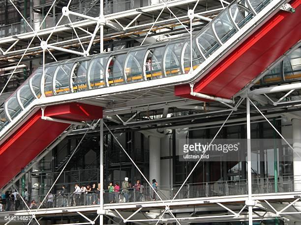 Musée National d`Art Moderne Centre Georges Pompidou Fahrtreppen in Glasroehren